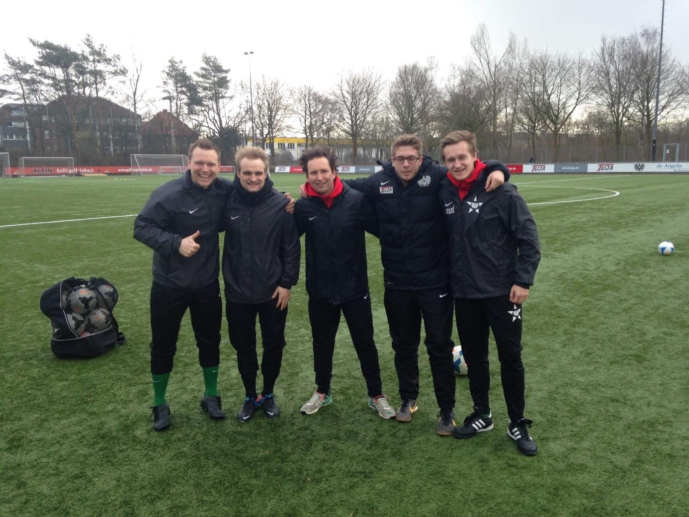 Das motivierte Trainerteam trotzt Wind & Wetter …